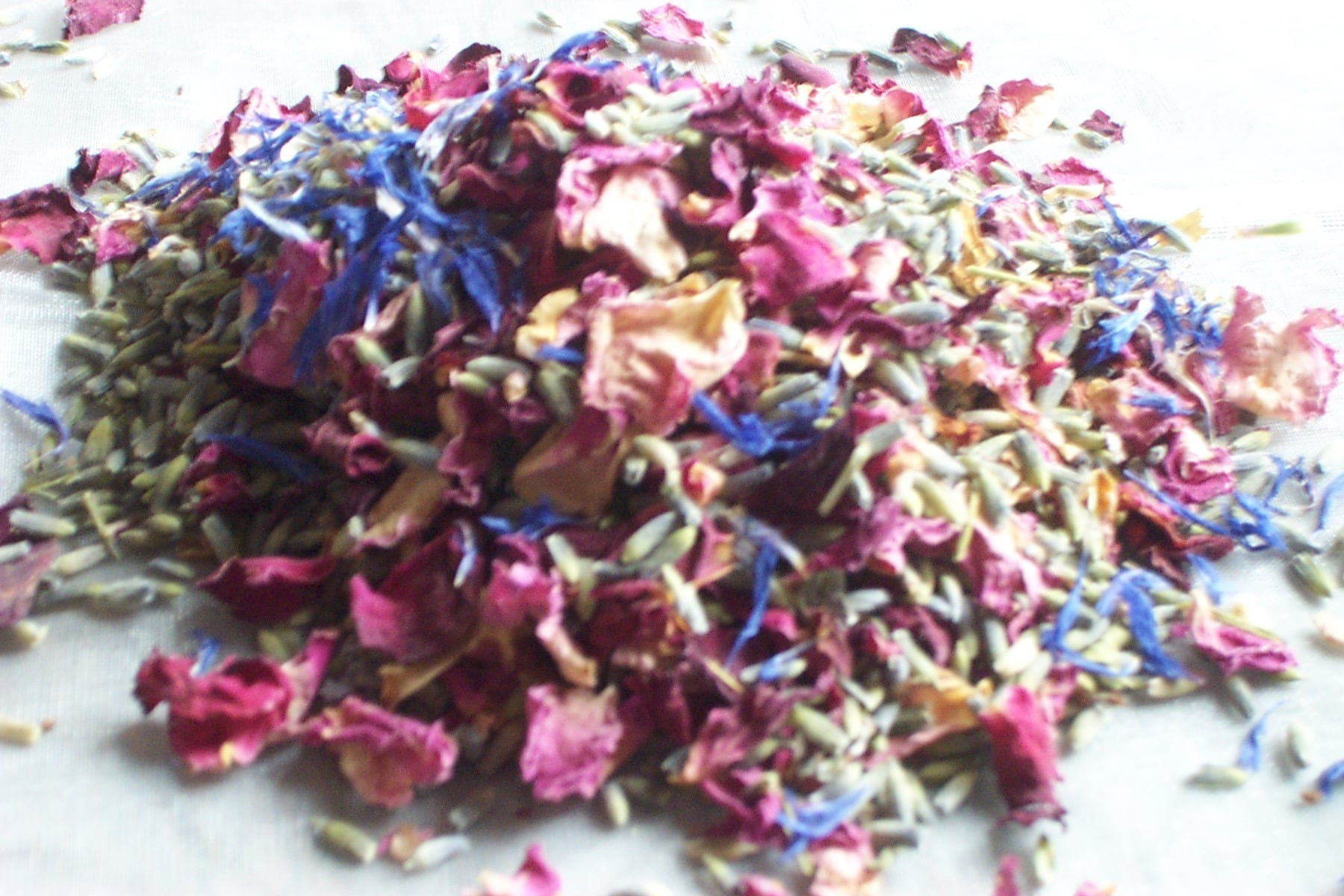 cornflower mix natural confetti petals