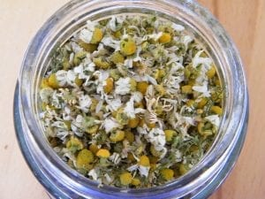 dry chamomile flowers for tea
