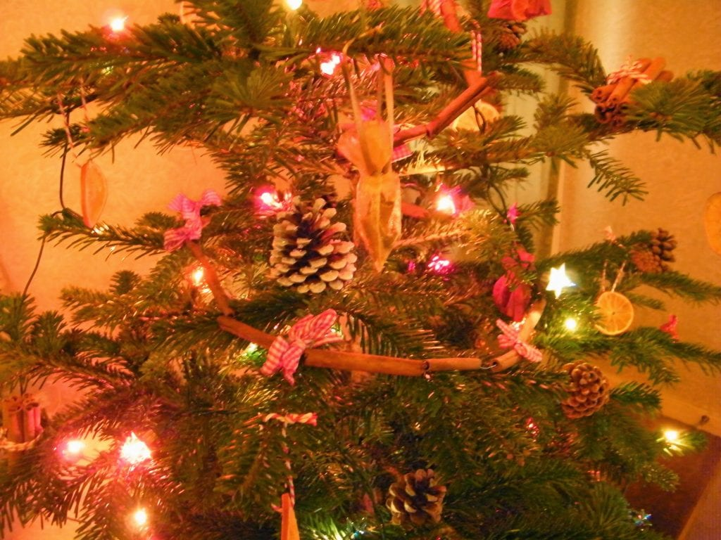 decorating my christmas tree with natural christmas decorations