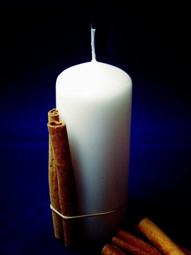 cinnamon sticks candle decorating rubber band