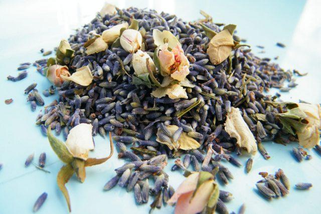 dried lavender confetti ivory rosebuds