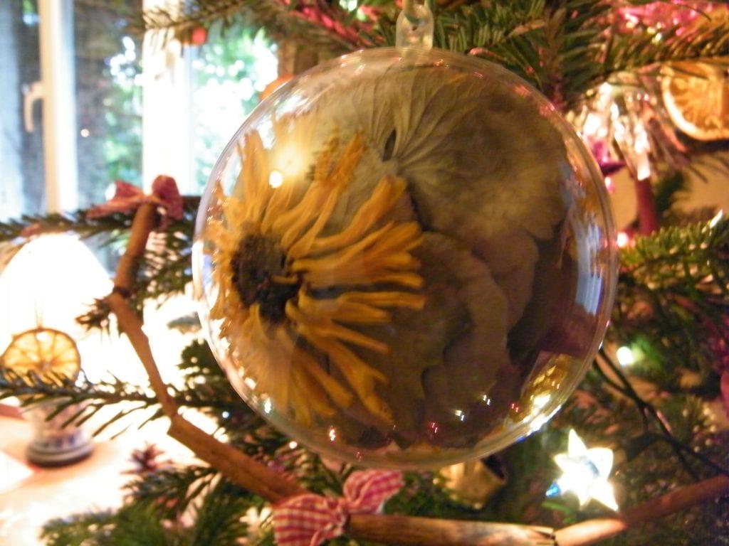 floral christmas decoration
