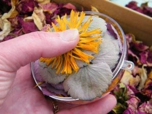 making flower bauble