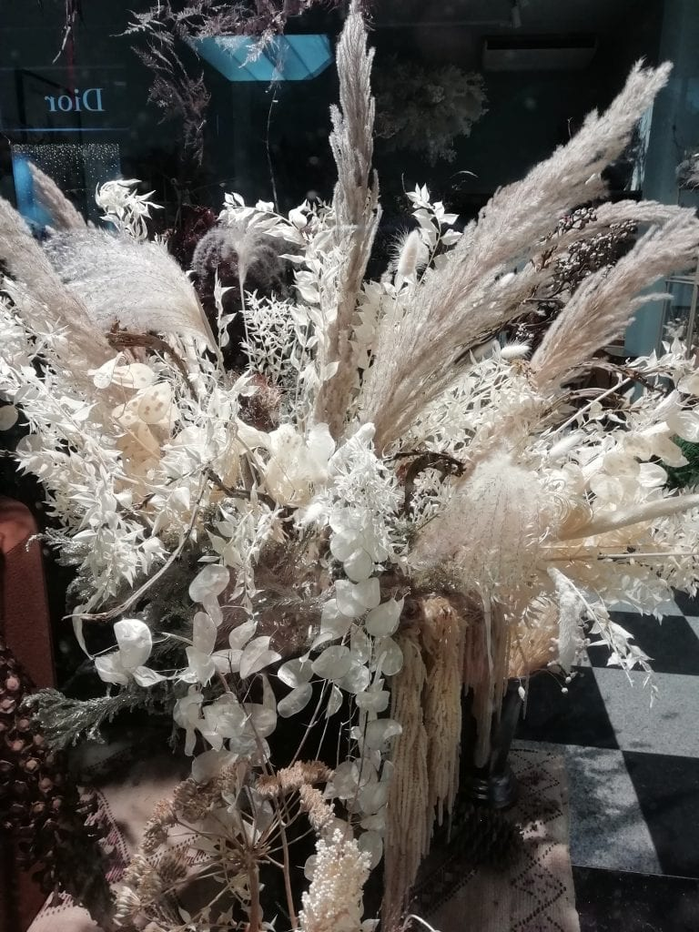 bold ivory grasses display