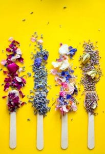 THE-ULTIMATE-GUIDE-TO-NATURAL-ECO-FRIENDLY-CONFETTI-FOR-YOUR-WEDDING-11